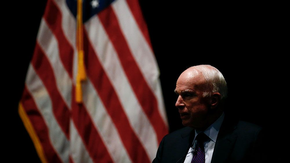 Сенатор Маккейн решил закончить лечение отрака мозга