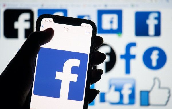 Суд в Нидерландах обязал бабушку удалить из фейсбука фото ее внуков