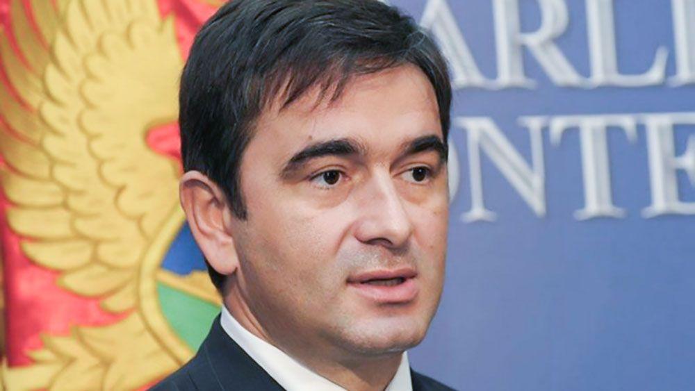 Спасаясь отареста, лидер оппозиции строит баррикады впарламенте— Переворот вЧерногории