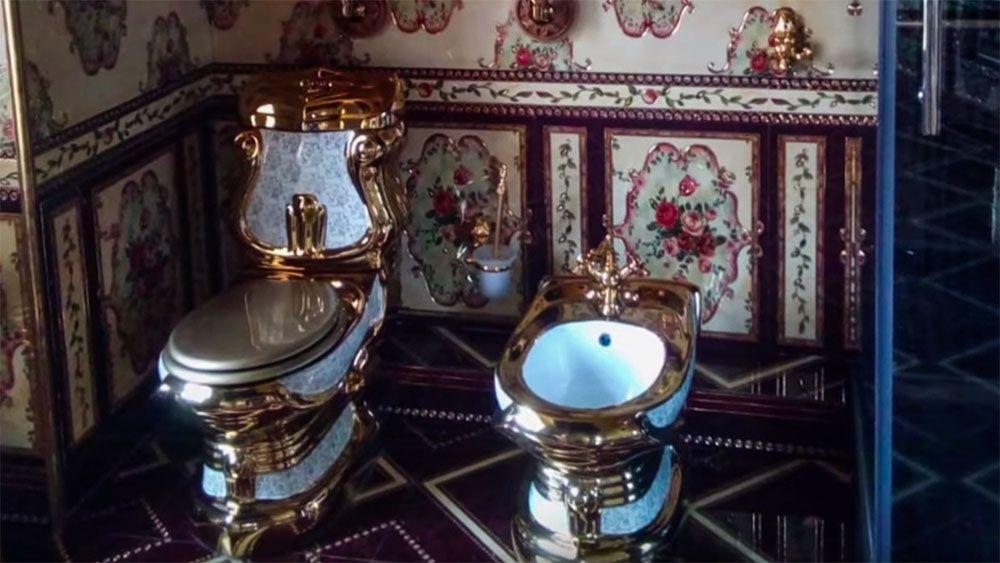 Золотые унитазы вдомах организаторов подпольных казино вЯкутске попали навидео