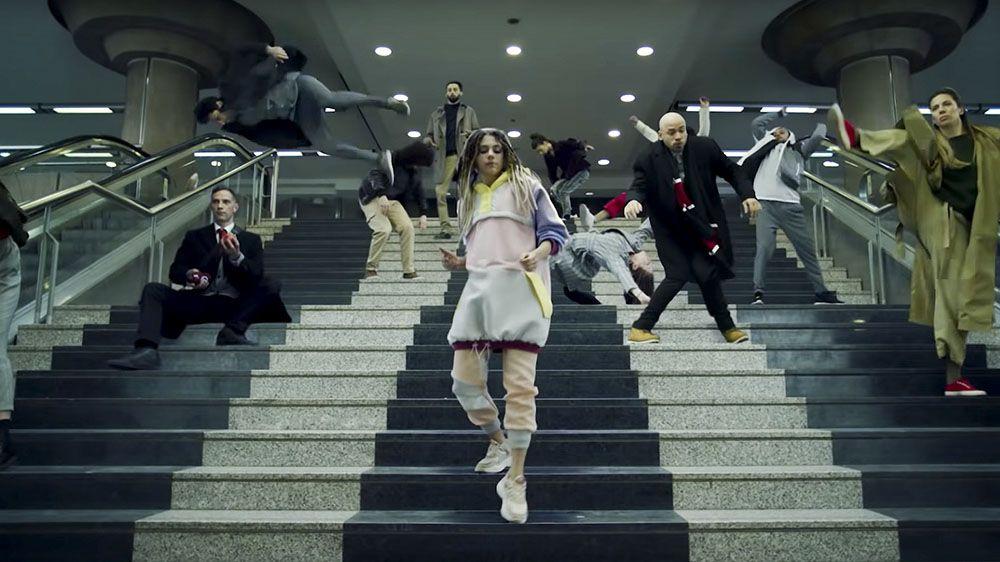 Бельгийский оператор связи переснял известный клип 2000г Bomfunk MC's— Freestyler