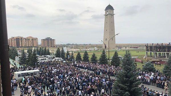 В Ингушетии несколько тысяч человек вышли на акцию против соглашения о границе с Чечней