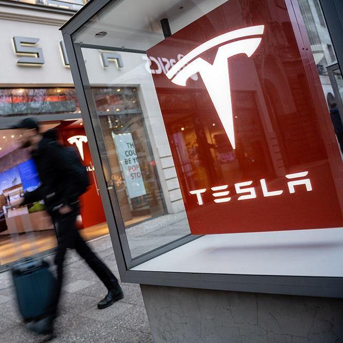 Tesla обвинила бывших сотрудников в краже секретов логистики
