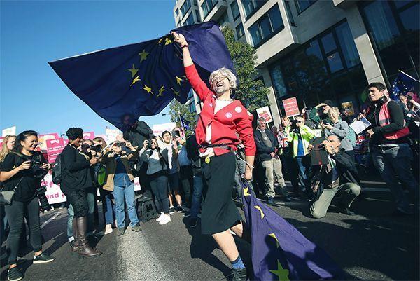 В Лондоне тысячи человек вышли на митинг за новый референдум о выходе из ЕС