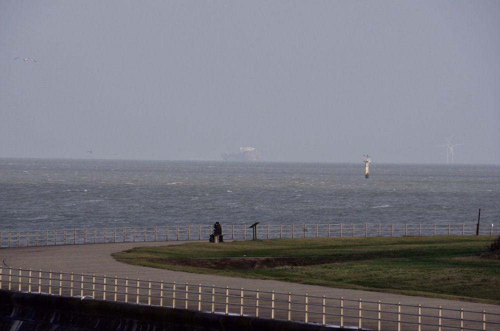 ВВеликобритании мигранты пытались захватить грузовое судно