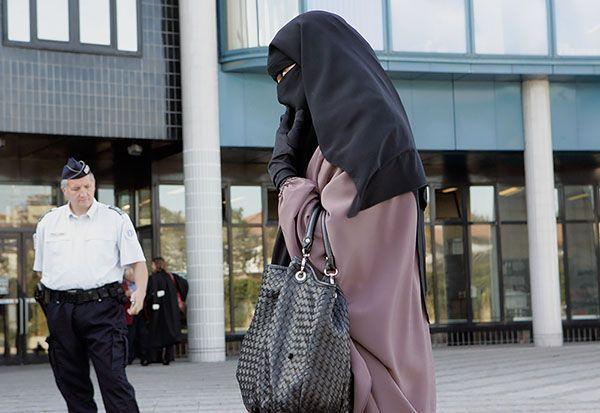 В Алжире женщинам на госслужбе запретили носить никаб