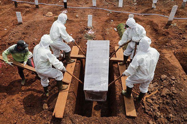 Число умерших от коронавируса в мире превысило 900 тысяч