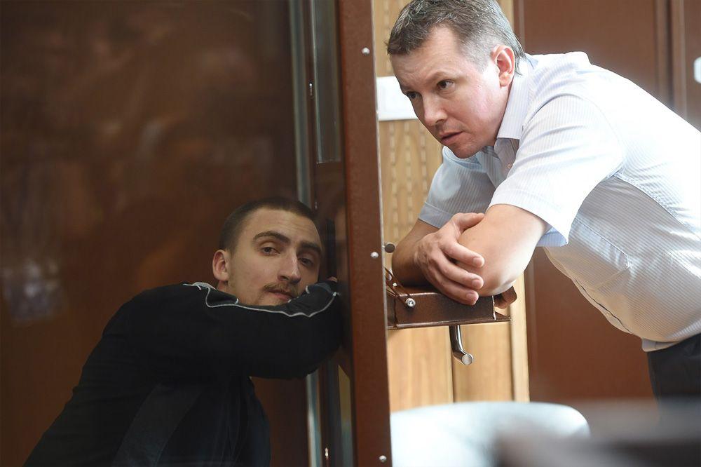 Суд признал Устинова виновным внападении наомоновца