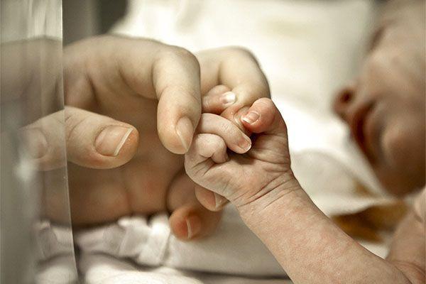 Во Флориде родителей-веганов обвинили в том, что они довели до истощения 5-месячного младенца