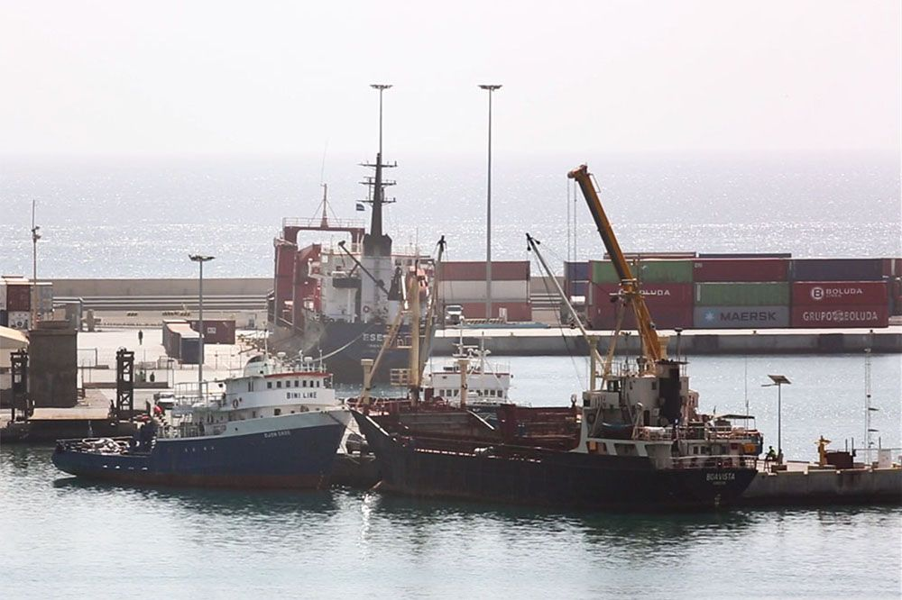 судно Eser в порту