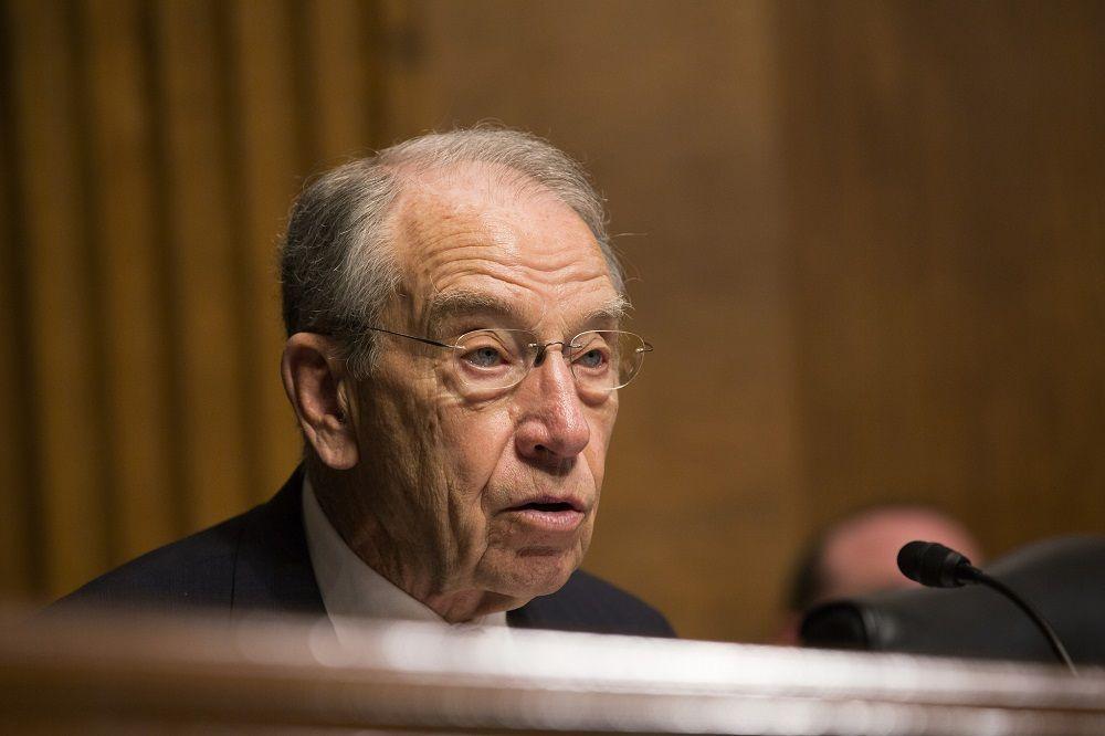 Сенатор потребовал объяснить, зачем ВВС США закупают кофейные кружки стоимостью $1280
