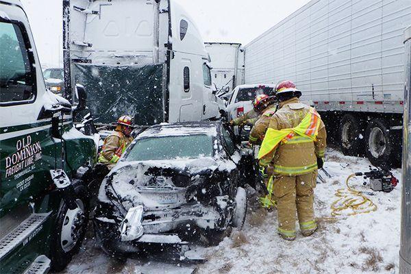 В Миссури из-за снегопада произошла массовая авария с участием больше 40 машин