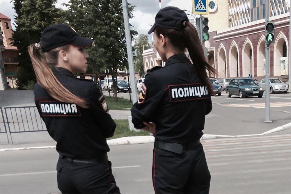 фото хороших попок в форме полиции иркой негромко