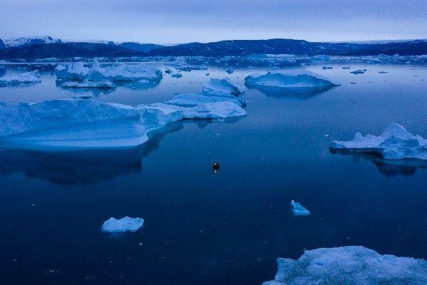 От ледника в Гренландии откололся айсберг площадью 110 квадратных километров
