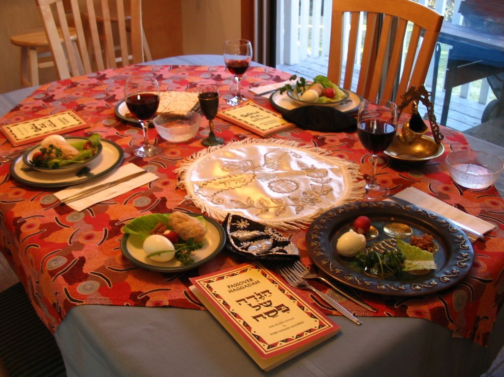 A_Seder_table_setting.jpg