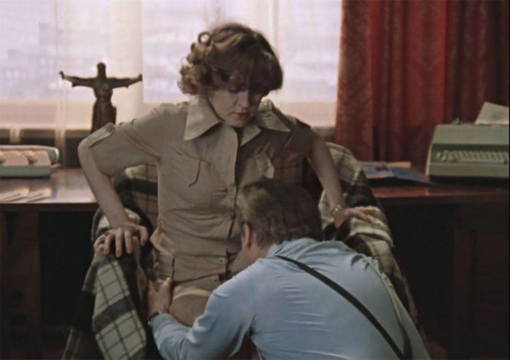 Под юбкой в советских фильмах происходит