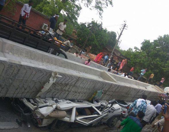 Новости: В индийском Варанаси при падении эстакады погибли 18 человек