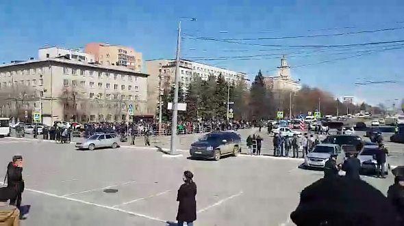 В Челябинске сторонники Навального начали собираться у памятника Курчатову