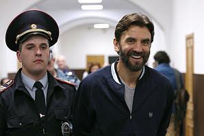 Журналисты-расследователи нашли у бывшего министра Михаила Абызова офшоры, через которые провели $860 млн
