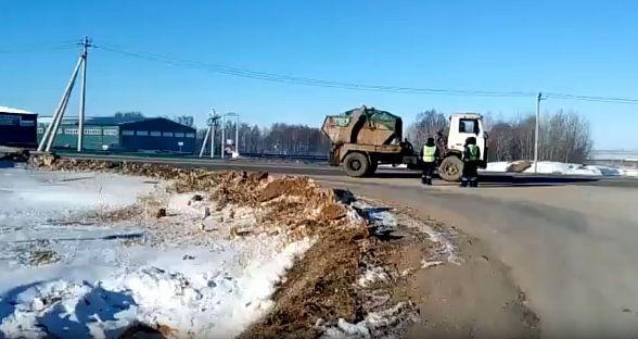 Граждане Подмосковья перекрыли дорогу кмусорному полигону «Непейно»