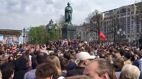 В Москве люди собираются на Пушкинской площади