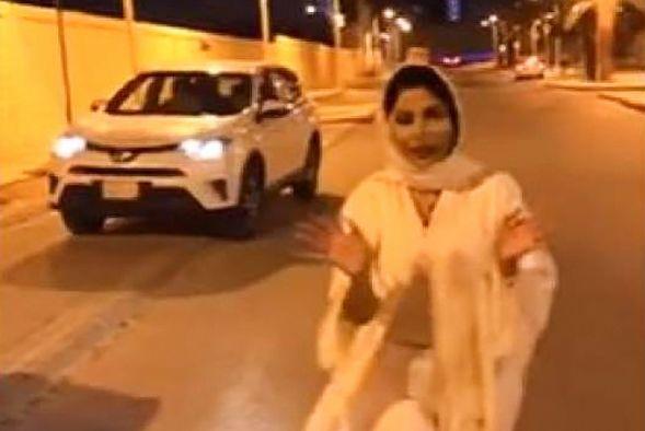 Ведущая бежала изСаудовской Аравии после инцидента с«непристойным платьем»