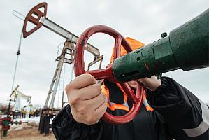 Reuters: страны ОПЕК+ договорились сократить добычу на 10 млн баррелей в сутки