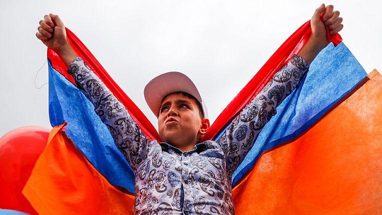 Картинки по запросу Никол-чудотворец. Как бывший журналист организовал революцию и стал новым лидером Армении