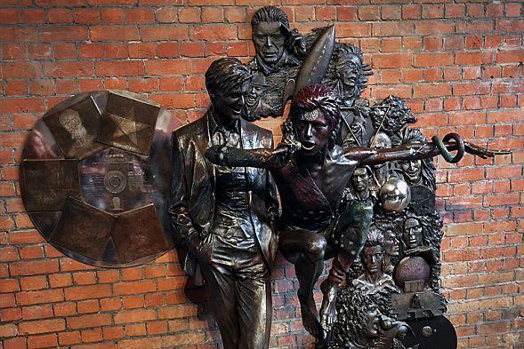 В Англии открыли 1-ый вмире монумент Дэвиду Боуи